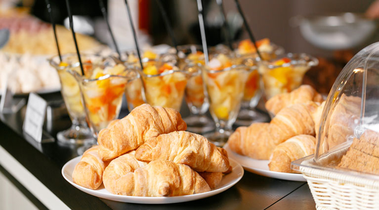 complimentary-breakfast-buffet-at-hotel-vue-th